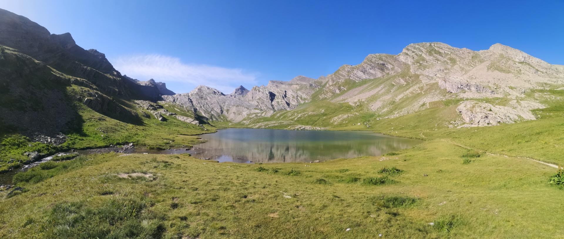 Splendide panorama au lac du Lauzanier